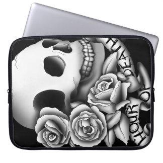 Cráneo, rosas y bandera funda portátil