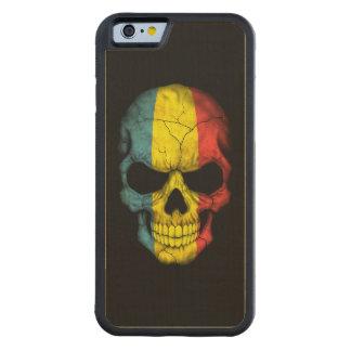 Cráneo rumano de la bandera en negro funda de iPhone 6 bumper arce