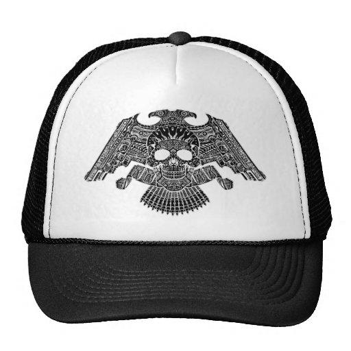 Cráneo simétrico con los armas y las balas por el  gorras de camionero