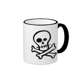 Cráneo simple y bandera pirata de B W Taza