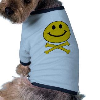 Cráneo sonriente y bandera pirata ropa de perro