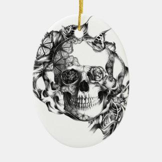 Cráneo subió mariposa del ejemplo de la mano ornamente de reyes