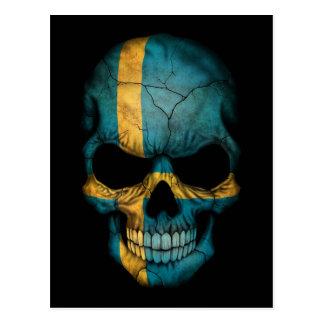 Cráneo sueco de la bandera en negro tarjetas postales