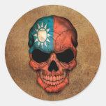 Cráneo taiwanés envejecido y llevado de la bandera etiquetas redondas