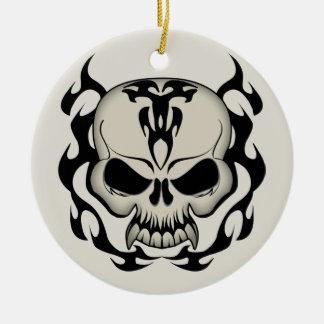 Cráneo tribal adorno navideño redondo de cerámica