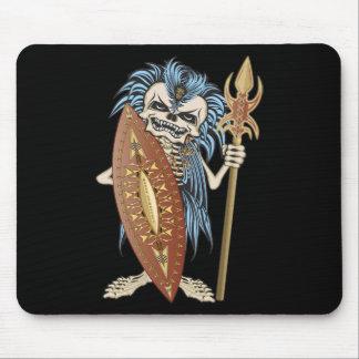 Cráneo tribal del guerrero alfombrilla de raton