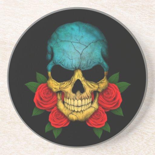 Cráneo ucraniano de la bandera con los rosas rojos posavasos manualidades