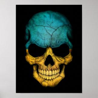 Cráneo ucraniano de la bandera en negro póster