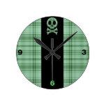 Cráneo verde de la tela escocesa reloj de pared