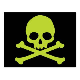 Cráneo verde simple y bandera pirata tarjetas postales