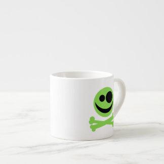 Cráneo verde y Crossbones. Taza Espresso