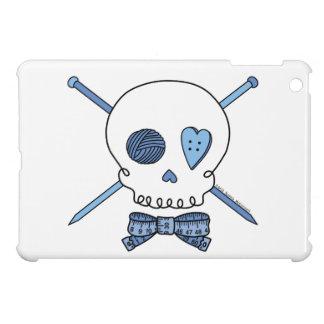 Cráneo y agujas que hacen punto (azules) iPad mini cobertura