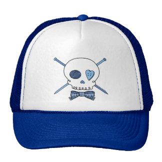 Cráneo y agujas que hacen punto (azules) gorra
