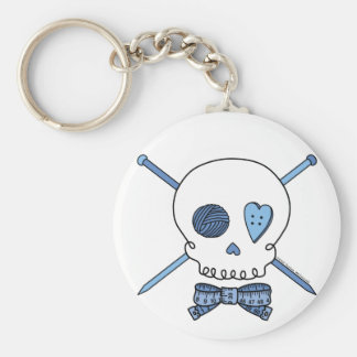 Cráneo y agujas que hacen punto (azules) llaveros personalizados
