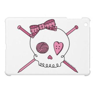 Cráneo y agujas que hacen punto (rosa) iPad mini carcasa