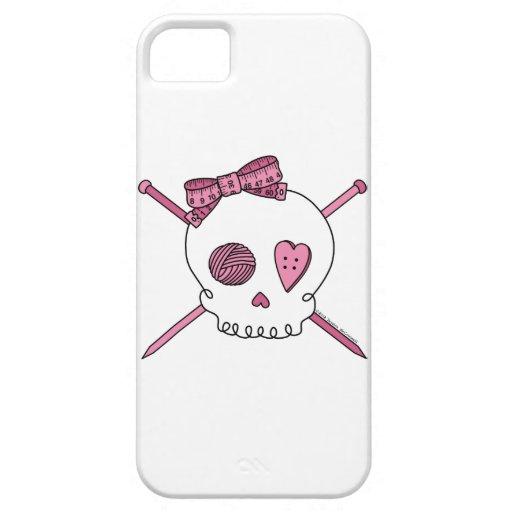 Cráneo y agujas que hacen punto (rosa) funda para iPhone SE/5/5s