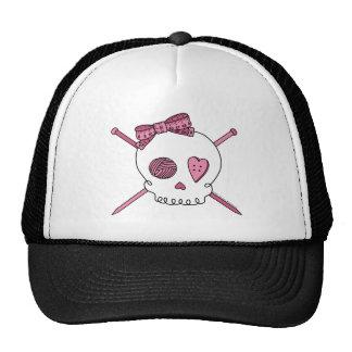 Cráneo y agujas que hacen punto (rosa) gorros bordados