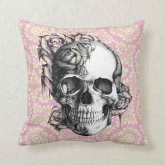 Cráneo y almohada modelados retros de los rosas