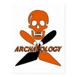 Cráneo y arqueología cruzada de las paletas tarjetas postales