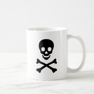 Cráneo y artículo de la bandera pirata tazas de café