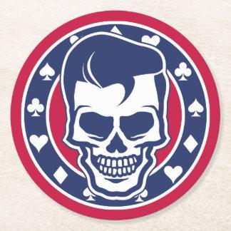 Cráneo y as del engrasador del Rockabilly Posavasos De Cartón Redondo