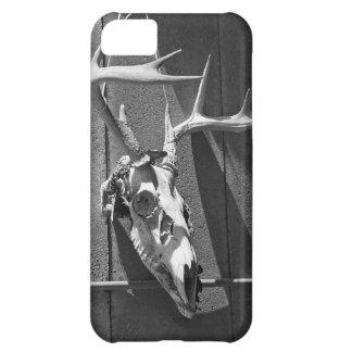 Cráneo y astas de los ciervos en blanco y negro funda para iPhone 5C