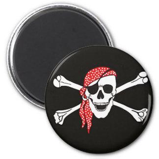 Cráneo y bandera de pirata cruzada de los huesos iman