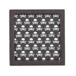 Cráneo y bandera pirata caja de regalo de calidad
