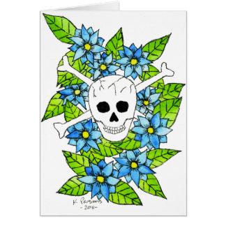 Cráneo y bandera pirata con las flores tarjeta de felicitación