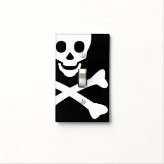 Cráneo y bandera pirata cubierta para interruptor