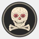 Cráneo y bandera pirata de Halloween del vintage Pegatinas
