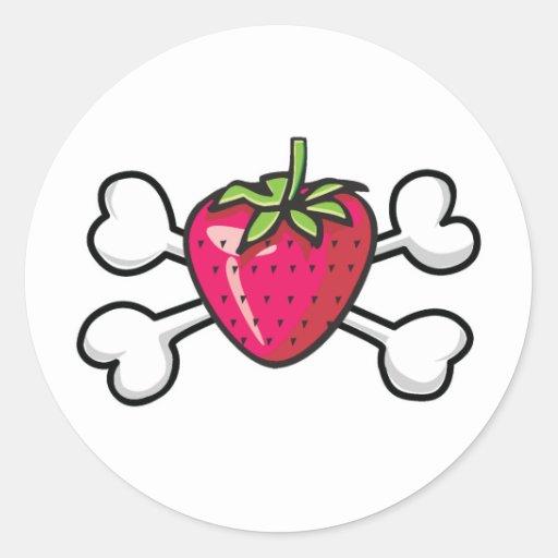 cráneo y bandera pirata de la fresa pegatina redonda