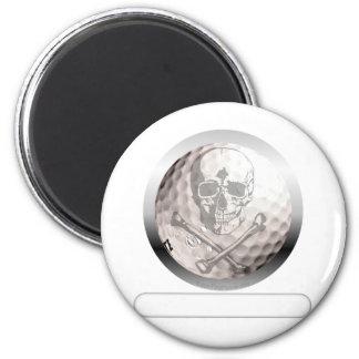 Cráneo y bandera pirata de la pelota de golf imán redondo 5 cm