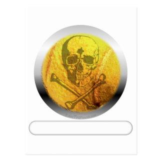 Cráneo y bandera pirata de la pelota de tenis postal