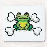 cráneo y bandera pirata de la rana del froggy tapete de ratones
