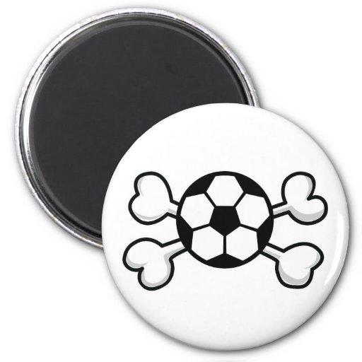 cráneo y bandera pirata del balón de fútbol imán redondo 5 cm