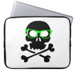 Cráneo y bandera pirata del empollón manga computadora