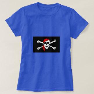 Cráneo y bandera pirata del pirata con el pañuelo playera