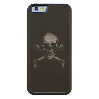 Cráneo y bandera pirata del pirata informático funda de iPhone 6 bumper arce