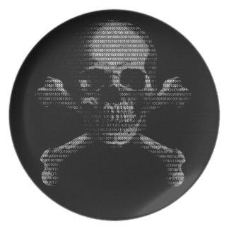 Cráneo y bandera pirata del pirata informático plato de cena