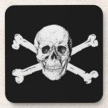 Cráneo y bandera pirata del pirata posavaso