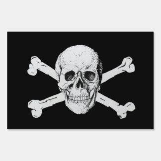 Cráneo y bandera pirata del pirata señales