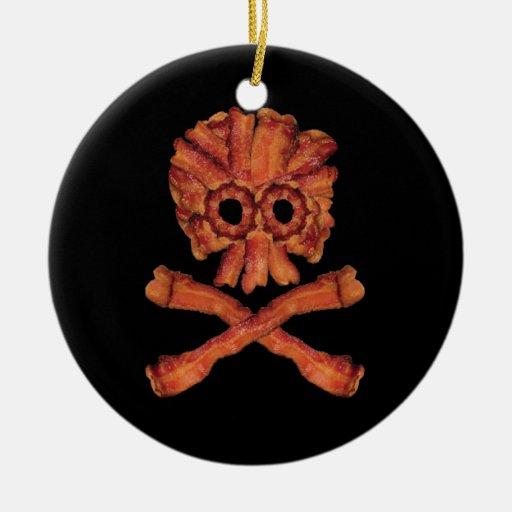 Cráneo y bandera pirata del tocino ornato