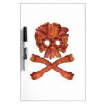 Cráneo y bandera pirata del tocino pizarras