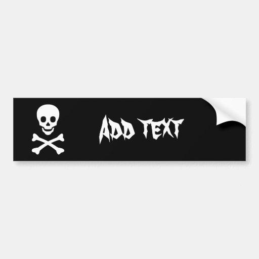 Cráneo y bandera pirata etiqueta de parachoque