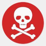 Cráneo y bandera pirata etiquetas redondas