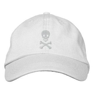 Cráneo y bandera pirata gorra de beisbol
