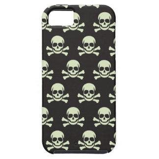 Cráneo y bandera pirata iPhone 5 cárcasa