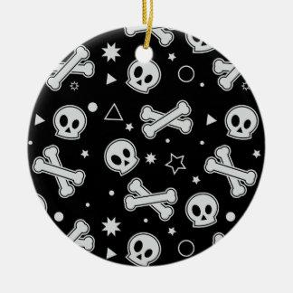 Cráneo y bandera pirata (negro) adorno redondo de cerámica