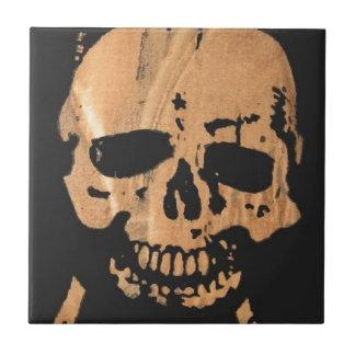 cráneo y bandera pirata no2. azulejo cuadrado pequeño
